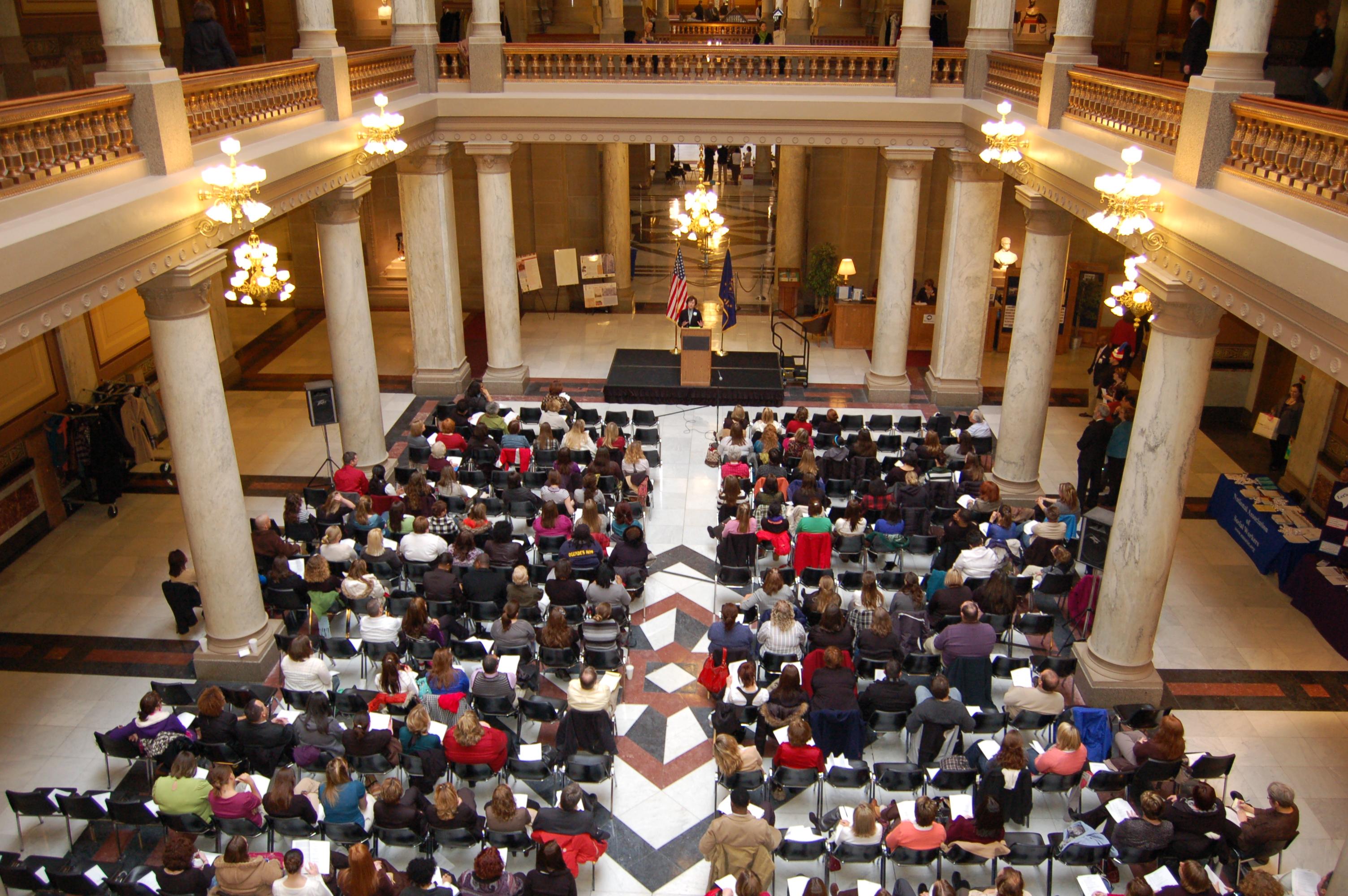 Senator Simpson speaks to social work students.
