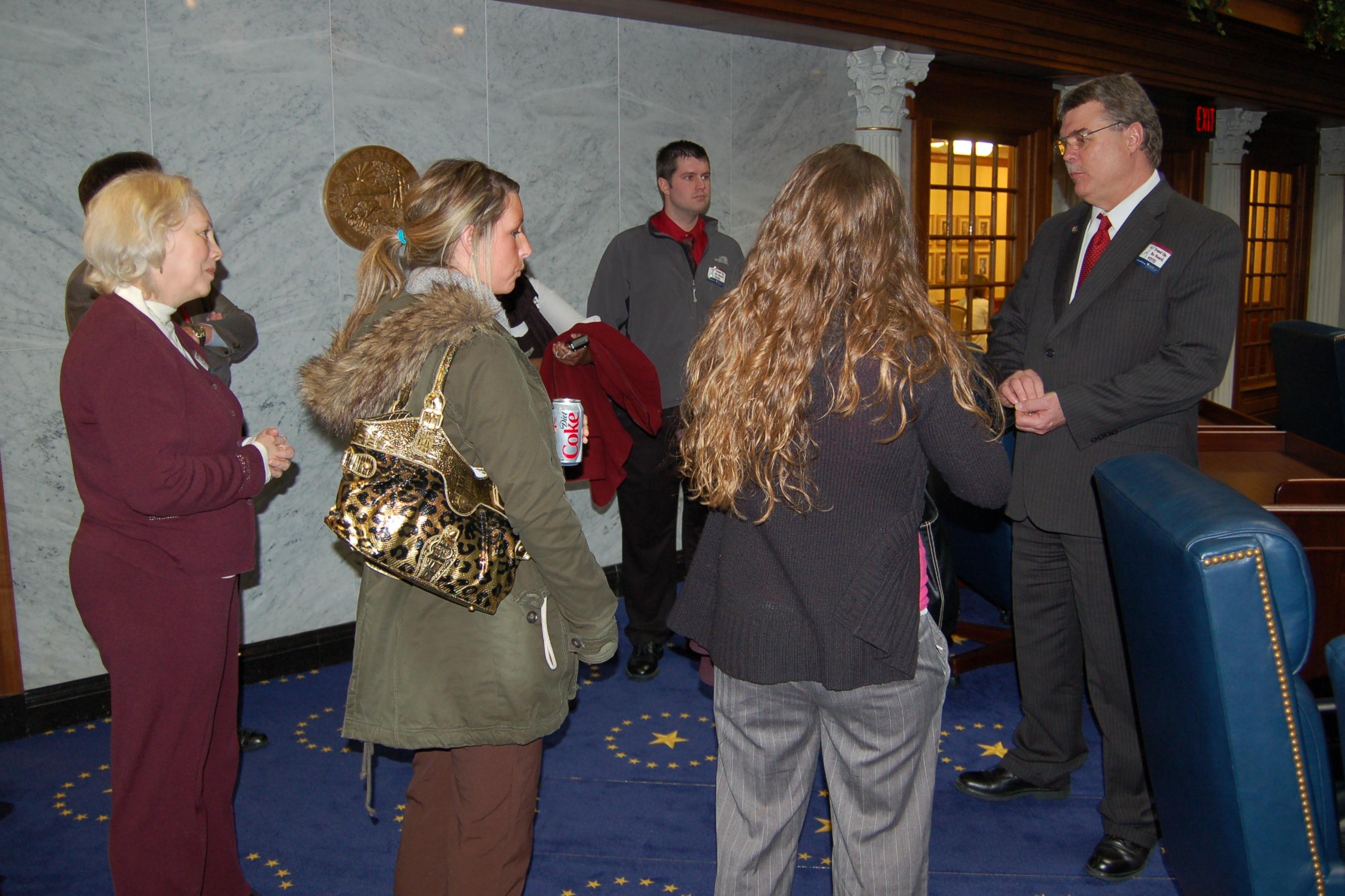 Senator Skinner speaks with ISU students